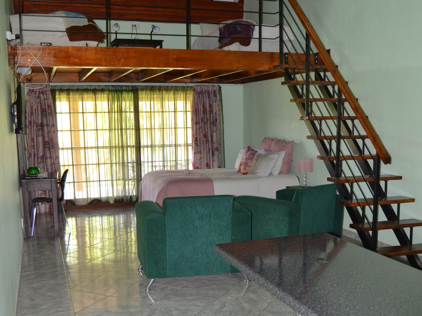 Family Suites Room 4-3