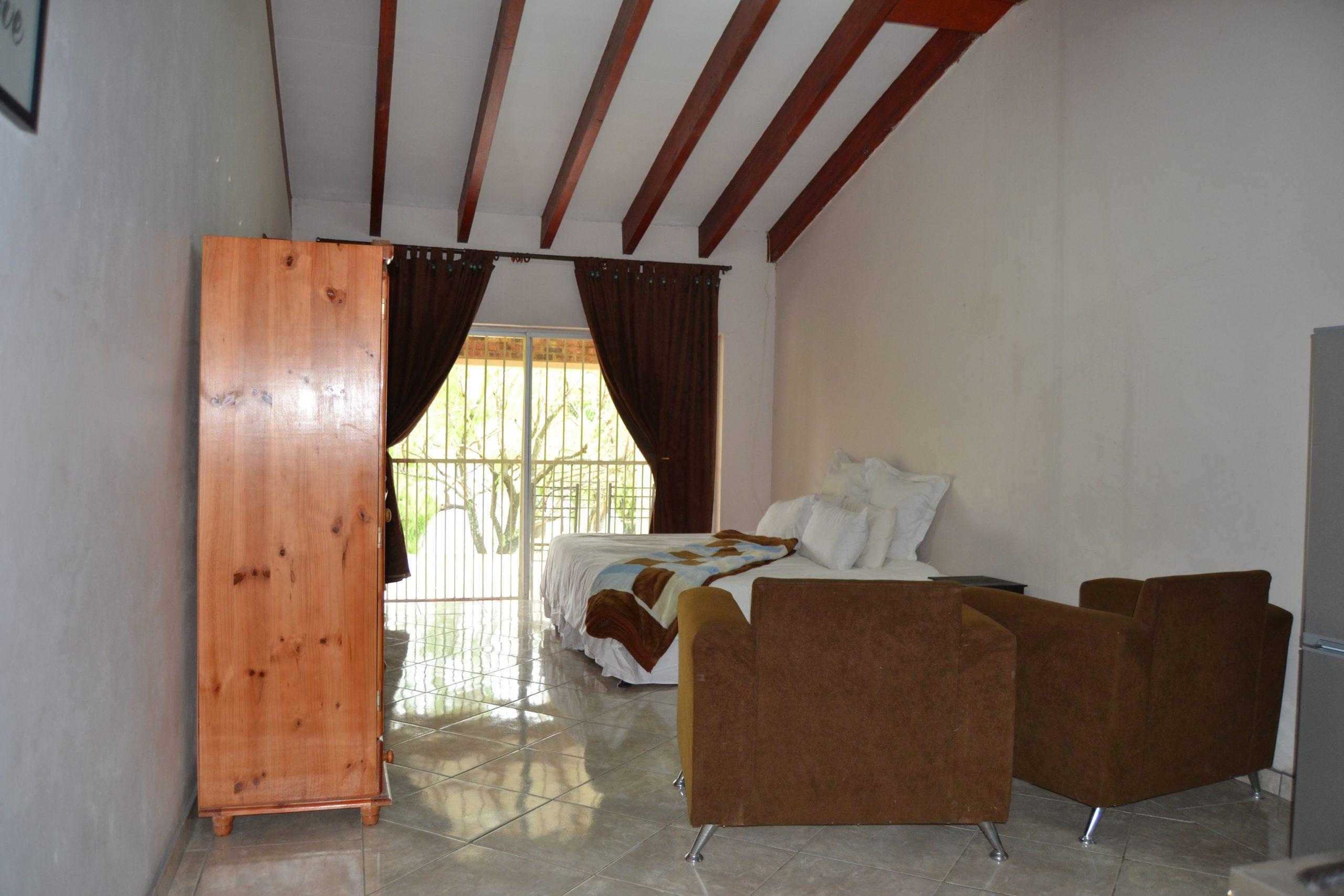 Twin Room 8 (3)